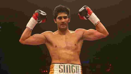 Vijender Singh celebrates beating Alexander Horvath during their Middleweight contest at the Echo Arena.(Getty Images)