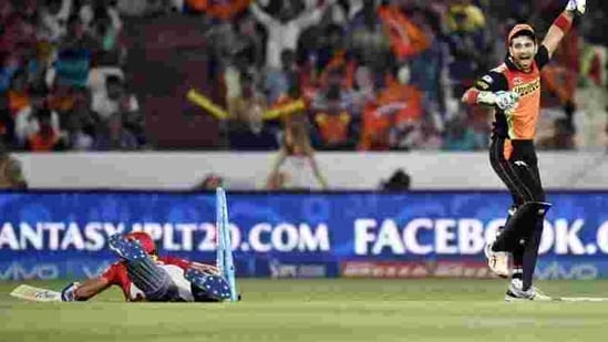 Naman Ojha reacts after running out Manan Vohra in the IPL.((Sanjeev Verma/HT Photo))