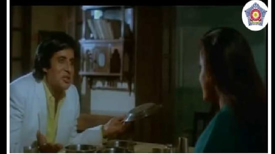 Mumbai Police picked a scene from the 1990 film Agneepath, featuring actors Amitabh Bachchan, Rohini Hattangadi and Neelam Kothari, to share a message about washing one's hands.(Instagram/@mumbaipolice)