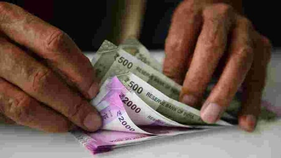 Rupee had settled at 75.19 against the US dollar on Monday.(Mint)