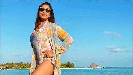 Bipasha Basu soaks in Maldives sun, flaunts sultry look in pastel hued swimsuit(Instagram/bipashabasu)