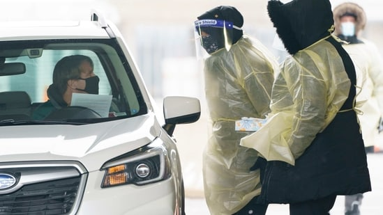 A passenger is screened and gets a COVID-19 test while entering Canada from the United States at the land border crossing in Saint-Bernard-de-Lacolle, Quebec, on February 22.(AP Photo)
