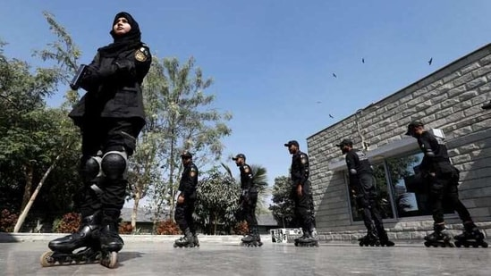 Special Security Unit (SSU) police members rollerblade during practice at the headquarters in Karachi, Pakistan.(REUTERS)
