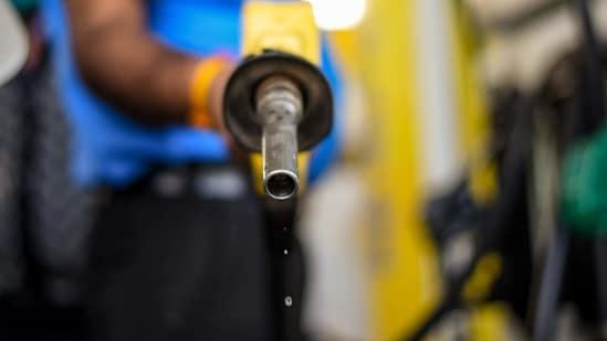 A petrol pump attendant filling fuel into a vehicle.(Amal KS/ Hindustan Times)