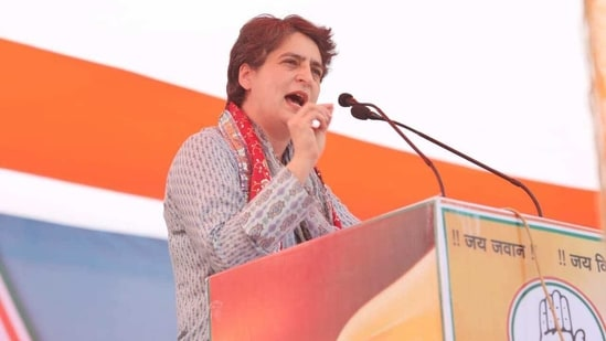 Congress general secretary Priyanka Gandhi Vadra addressing the Kisan Panchayat in Mathura on Tuesday,(HT Photo)