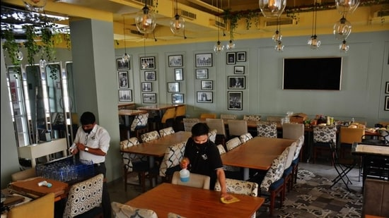 There are approximately 400,000 hotels and restaurants in Maharashtra. (HT File)