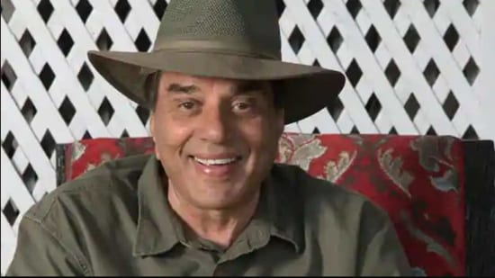 Dharmendra is beloved among fans for his sweet persona on Twitter.