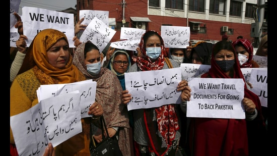 Women, along with their families, raise slogans at the Press Enclave in Srinagar before marching up to the Lal Chowk on Tuesday. (HT PHOTO)