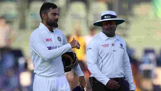 Indian captain Virat Kohli (L) and umpire Nitin Menon (R)(Twitter)