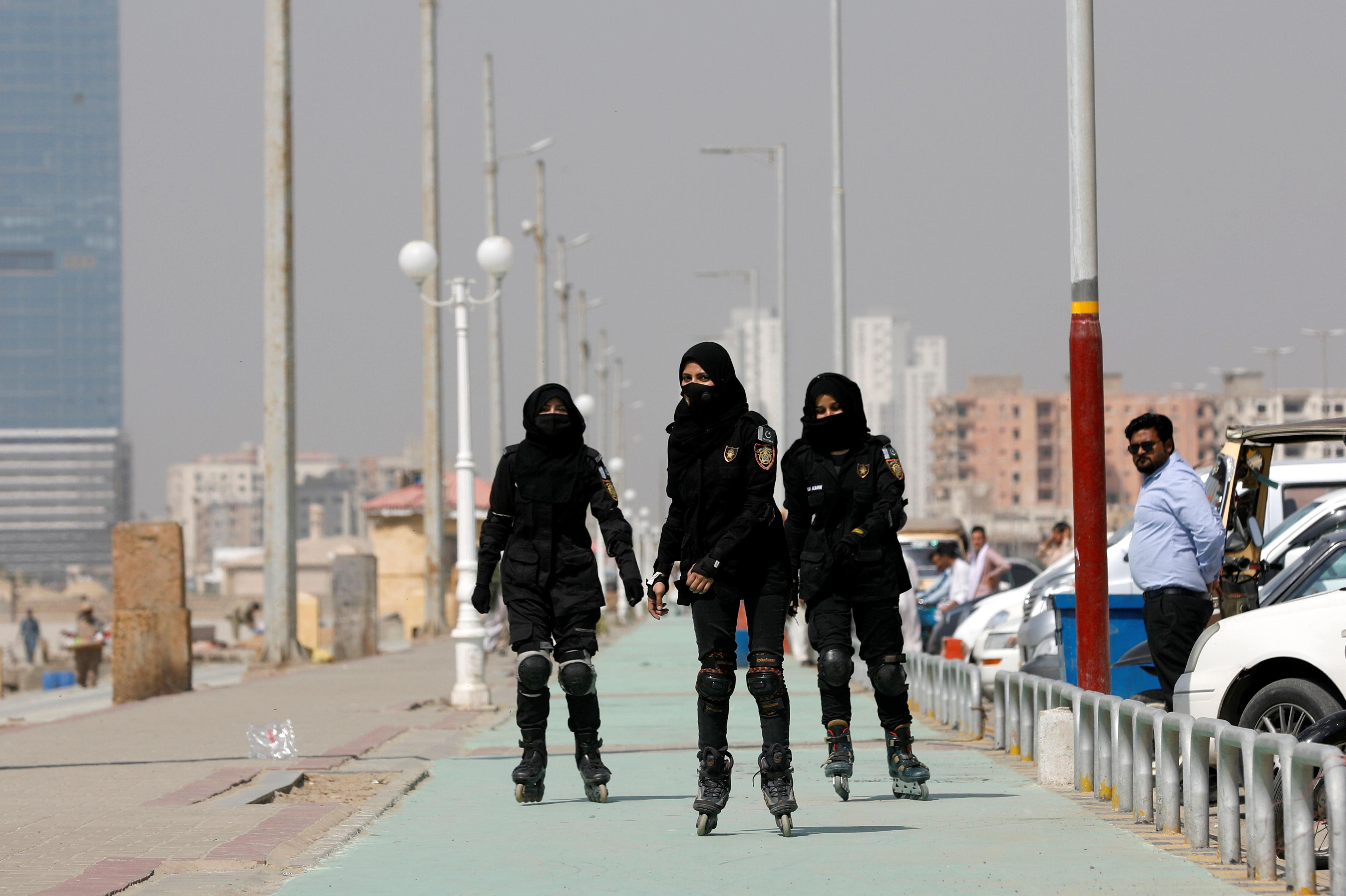 Karachi rollerblading police