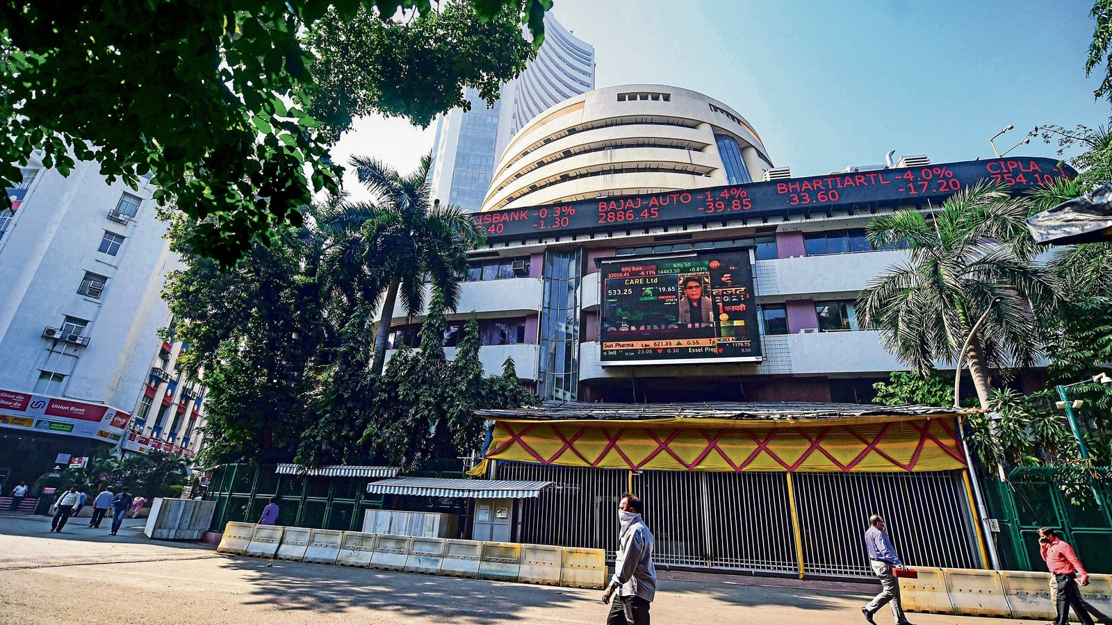 hindustantimes.com - {'@type':'Thing','name':'Bloomberg'} - NSE halts trading after telecom disruption