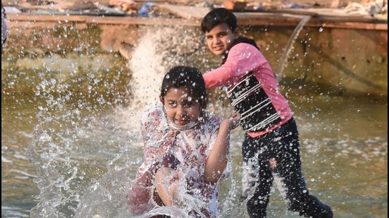 The weatherman said minimum and maximum temperatures are likely to hover around 12 degrees Celsius and 31 degrees Celsius on Wednesday. (Raj K Raj/HT PHOTO)