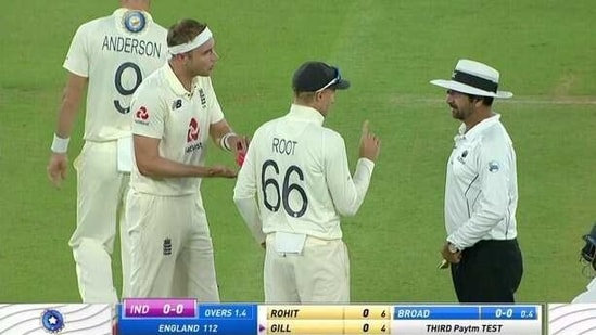 Stuart Broad and Joe Root have an argument with the umpire(Twitter)