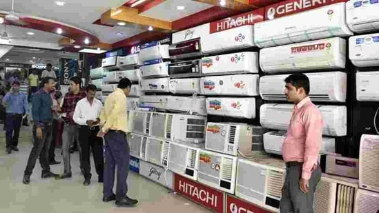 Customers are being given discounts and cashback offers on several product categories such as TVs, laptops, mobile phones, air conditioners and refrigerators.(Mohd Zakir/HT File Photo)