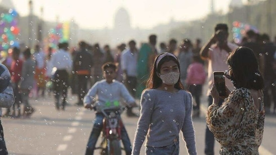 According to IMD, this was the warmest February day in at least the last 15 years, when the city had recorded day temperature of 34.1 degrees Celsius.(Raj K Raj/HT Photo)