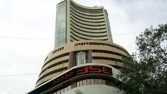 Market experts say NSE was more to blame and brokers have their hands tied in such situations. (ANI Photo)