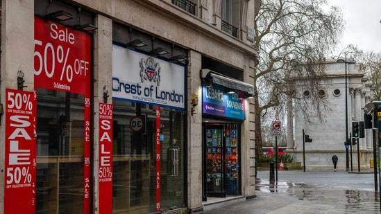 A closed shop on Oxford Street near the Marble Arch landmark in London, U.K., on Thursday, Feb. 18, 2021. Oxford Street. (Bloomberg)