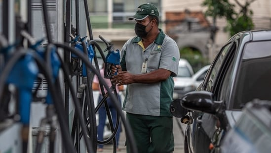 The last hike in the prices of petrol and diesel was on Tuesday when the fuels prices rose by <span class='webrupee'>₹</span>35 litre each.(Bloomberg)