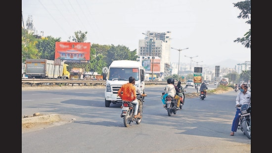 Taking cognizance of these accidents NHAI along with Pune traffic police undertook multiple safety measures such as installing rumblers, bringing down the speed limit and even a police chowky has been set up nearby. (Rahul Raut/HT PHOTO)