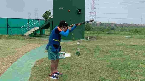 Skeet shooter Mairaj Ahmad Khan training at the Karni Singh Shooting range.(HT Photo)