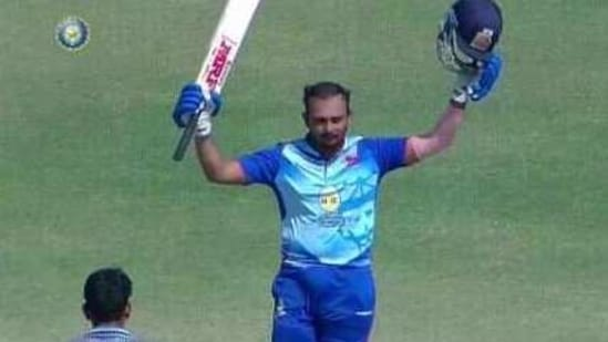 Prithvi Shaw celebrates scoring a double hundred against Puducherry in the Vijay Hazare Trophy.(Twitter)