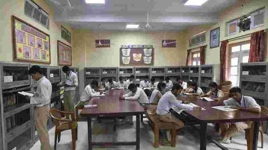 The government, however, has left the decision to private schools to prepare their own schedule and decide on the assessment modalities themselves.(Ravi Choudhary/HT Photo)