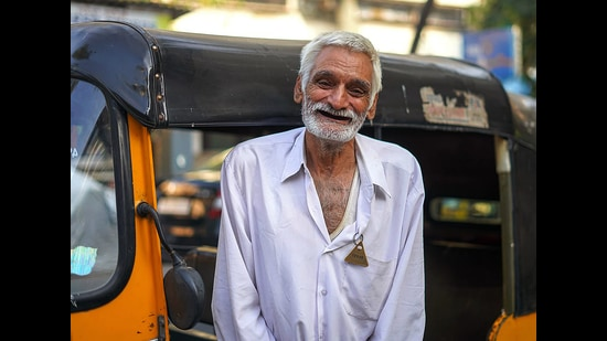 Desraj, an auto driver, has received <span class='webrupee'>₹</span>24 lakh which were raised after his story went viral on social media. (Photo: Facebook/Humans of Bombay)