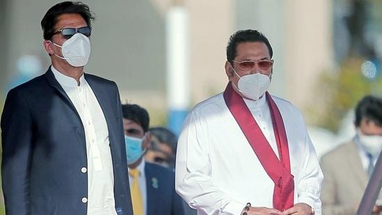 Pakistan's Prime Minister Imran Khan and Sri Lankan Prime Minister Mahinda Rajapaksa look on during the welcome ceremony at the airport in Katunayake, Sri Lanka February 23, 2021. REUTERS/Dinuka Liyanawatte(REUTERS)