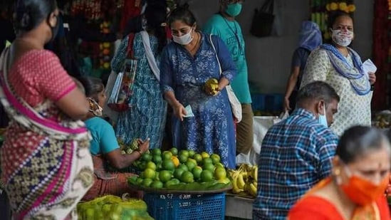 FILE PHOTO: A woman wearing a protective face mask buys fruit in a market, amidst the spread of the coronavirus disease (COVID-19) in Mumbai, India, August 20, 2020. REUTERS/Hemanshi Kamani/File Photo(REUTERS)