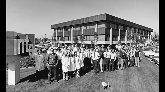 Intel employees in 1971. This California facility is where the 4004 was initially manufactured. (Image courtesy: Intel)