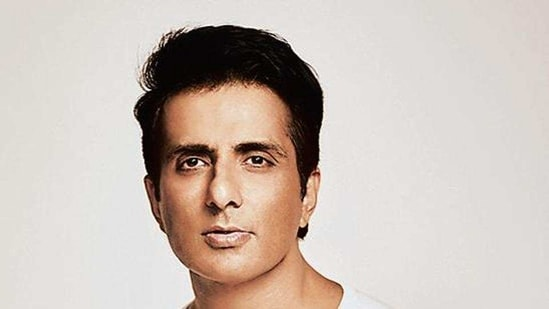 Actor Sonu Sood emerged as a messiah figure for migrant labourers in the Covid 19 lockdown in 2020.(HT_PRINT)