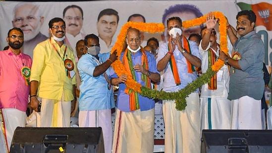 'Metro Man' E Sreedharan being garlanded as he formally joins Bharatiya Janata Party (BJP), in Malappuram,(PTI)