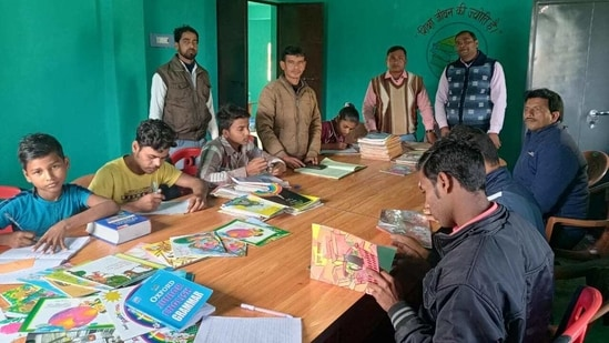 Panchayat libraries in Jamtara have given youth hope of a better future.(HT Photo)