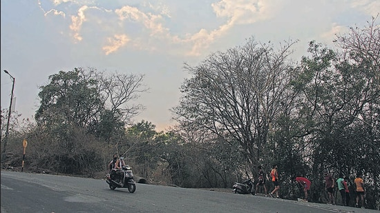 According to the India Meteorological Department (IMD), Pune, the temperature will rise in the coming days. (Ravindra Joshi/HT PHOTO)