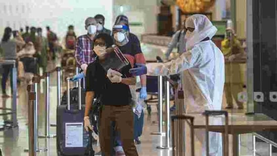 File photo: Passengers at Mumbai's Chhatrapati Shivaji Maharaj International Airport.(HT Photo)