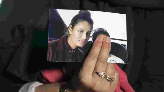 In this file photo taken on February 22, 2015, Renu Begum, eldest sister of missing British girl Shamima Begum, holds a picture of her sister while being interviewed by the media in central London.(AFP)