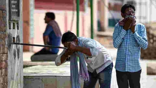 After topping the temperature chart in the country for the last 2 days, the mercury in Bhubaneswar on Friday shot past 40 degree Celsius. (AFP PHOTO)