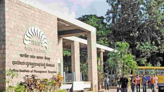 All 525 eligible students of IIM Bangalore were recruited for summer placements by over 130 companies, which made 529 offers.(Mint/file)