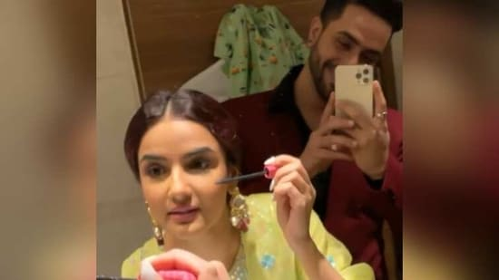Aly Goni took a video of Jasmin Bhasin doing her make-up.