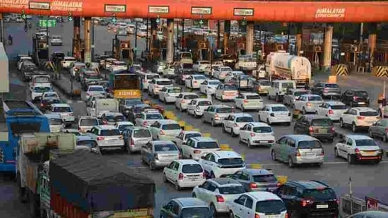 The petitioner also challenged the decision to impose fines for not fitting FASTags even when vehicles are not driven on highways. (Representative Image)(HT Photo | Representational image)