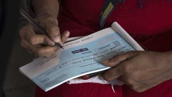 Pre-litigation settlement in cheque bounce cases is also under consideration by the court.(Pratik Chorge/HT Photo)