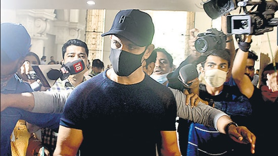 Actor Hrithik Roshan arrived at the crime intelligence unit office at 11.40am and left three hours later. (Bhushan Koyande /HT)