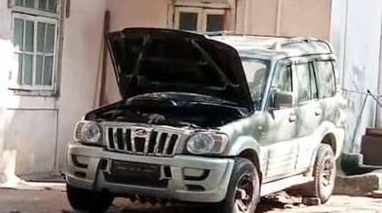 The suspicious car carrying gelatin found outside Mukesh Ambani residence Antilia, has been taken to custody by CBI. (ANI Photo)