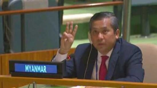 Myanmar Ambassador to the United Nations Kyaw Moe Tun flashes the three-fingered salute, a gesture of defiance done by anti-coup protesters in Myanmar.(AP)