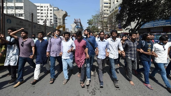 Activists march and shout slogans during a demonstration in Dhaka on February 27, 2021 following the death of writer Mushtaq Ahmed in jail months after his arrest under internet laws which critics say are used to muzzle dissent.(AFP)