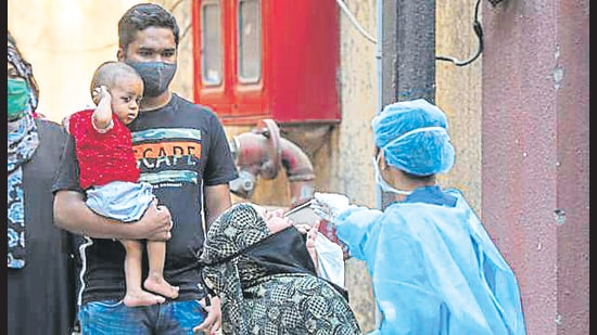 Healthcare worker collects swab samples of Govandi residents. (Pratik Chorge/HT Photo)