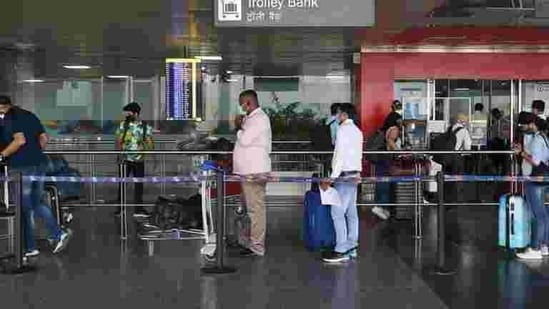 A senior official in Delhi's revenue department said around 14,000 passengers arrived at the Delhi airport between November 25 and December 21 — of whom around 1,500 are Delhi residents.(Vipin Kumar/HT PHOTO)