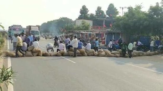 Farmers in Odisha's Bargarh district blocking National Highway 58 in protest against alleged irregularities in paddy procurement.(HT PHOTO)