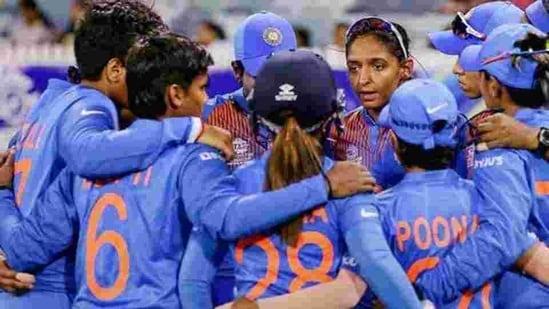 Indian Women's cricket team captain Harmanpreet Kaur speaks to the huddle(PTI)