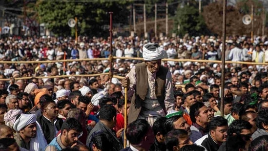 The protests which have entered its 93rd day on Sunday continue as no new dates for discussions between the government and farmers' unions have been declared.